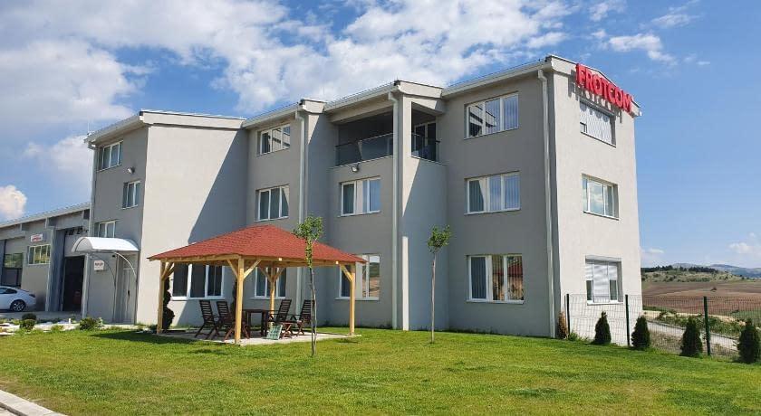 Privatni stan od 250 m2 u blizini autoputa E75