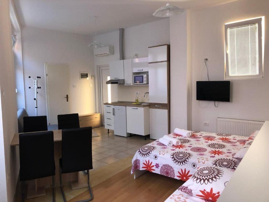Apartmants & Rooms Nardin